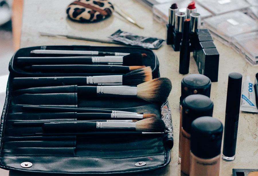 Portare i pennelli in viaggio con un brush roll